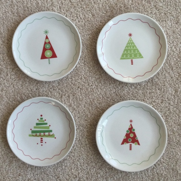 """CRATE & BARREL CHRISTMAS TREE 6"""" PLATES APPETIZER"""